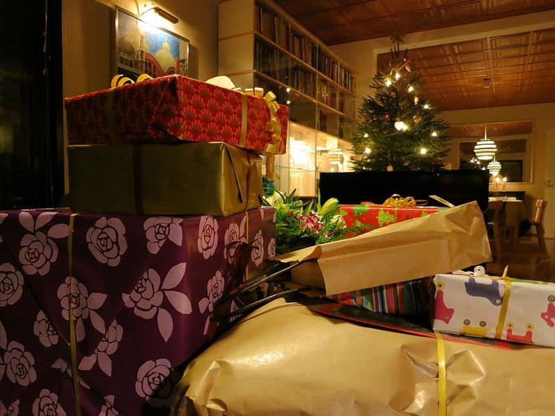 christmas-presents-children-jesus-devotional