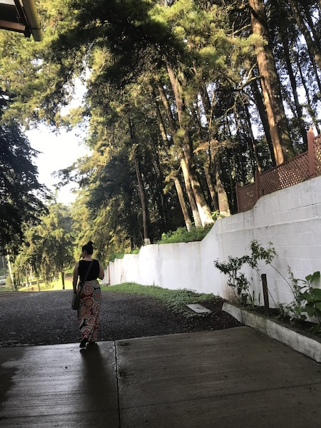 danielle-casa-bernabe-guatemala-walking