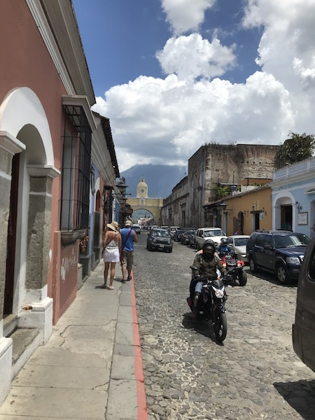 streets-antigua-busy